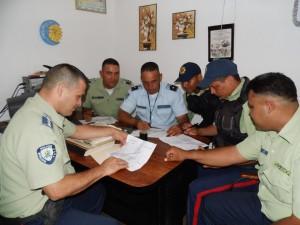 Los efectivos policiales planifican la redistribución de los ejes (cuadrantes) de patrullaje policial inteligente.