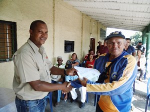 José Bolívar, coordinador fondas Yaracuy realizó la entrega de los recursos a productores del municipio Páez.