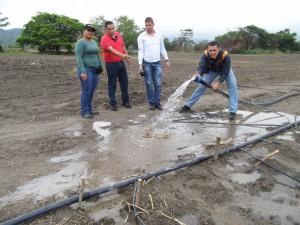 Parceleros usan las tomas ilegales para sistemas de riego con tuberías de hasta 2,5 pulgadas