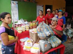 Una de las bodegas mercal a cielo abierto visitó la comunidad rural La Lima.