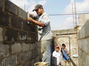 La comunidad retomó la construcción de las viviendas en el sector Aliché