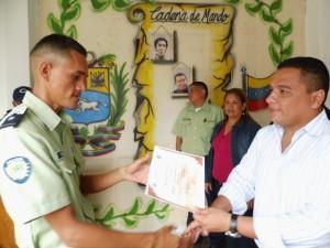 alcalde Carlos Puerta entregó reconocimientos a funcionarios de Polipáez.