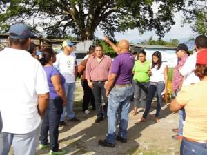 El alcalde Carlos Puerta, junto a Máximo Ochoa, director del MPPCyS Yaracuy sostuvo encuentros con las comunidades 1ro de Julio y 15 de Noviembre, sectores en los que se construirán las bases de misiones.