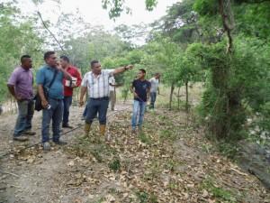 El Alcalde Carlos Puerta conversó con los productores de la zona.